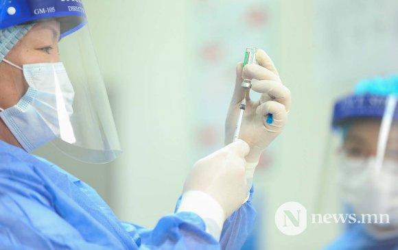 Батсүмбэрийн Ахмад настны үндэсний төвийн ахмадуудыг вакцинжуулав