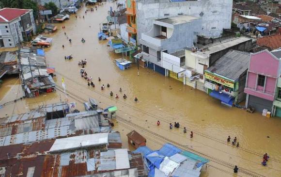 Индонезийн арлуудад үерийн улмаас 113 хүн амиа алджээ