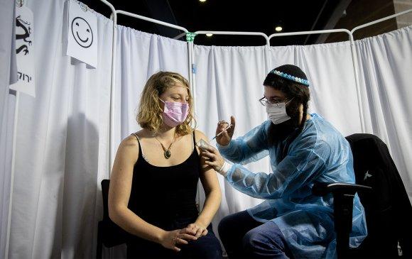 Израил: Насанд хүрэгчдийг вакцинжуулснаар хүүхдүүд өвдөх нь буурсан
