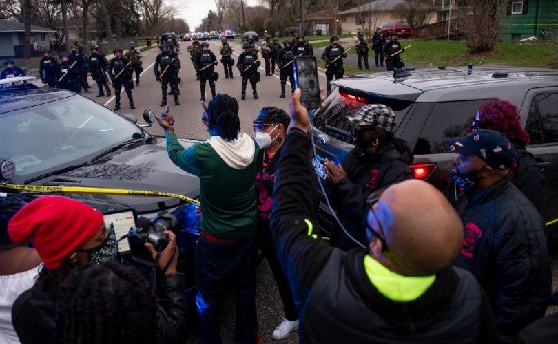 АНУ-д дахин нэг өнгөт арьст эр цагдаагийн гарт амь үрэгджээ