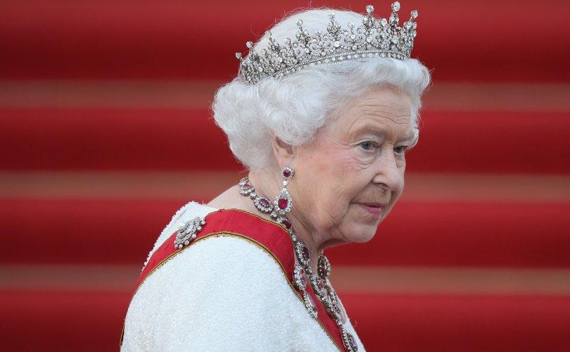 Хунтайжтай салах ёс гүйцэтгэх ёслолд хатан хаан ганцаараа сууна