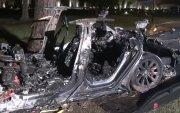 """""""Tesla""""-ийн жолоочгүй автомашин осолдож 2 хүн амиа алджээ"""