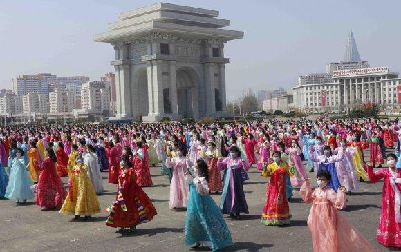 Ким Ил Соны төрсөн өдрийг нижгэр тэмдэглэлээ