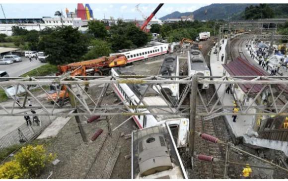 Тайваньд галт тэрэг осолдож, 36 хүн амь үрэгдлээ