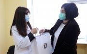 Эмч, эмнэлгийн ажилтнуудад дархлаа дэмжих багц гардууллаа