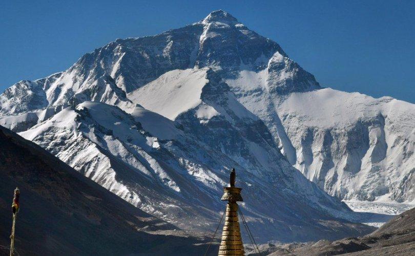 Эверестийн оргил дээгүүр Хятад улс хилийн шугам татна