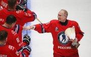 Путин хоккейн бүх оддын тоглолтод оролцож, есөн гоол оруулав