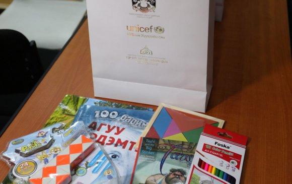 Эмнэлэгт эмчлүүлж буй Covid-19-тэй хүүхдүүдэд бэлэг хүргүүлнэ