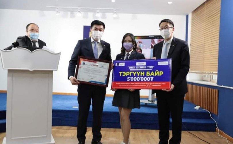 ЭЕШ-ын өмнөх сорилго тэмцээнд шалгарсан сурагчдад шагнал гардуулав