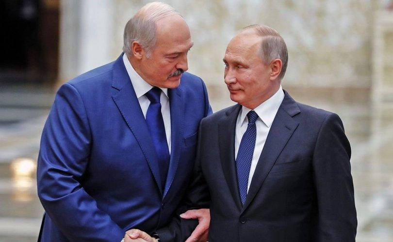 """Путин """"онгоц барьцаалсан"""" Лукашенкод туслахаа амлав"""