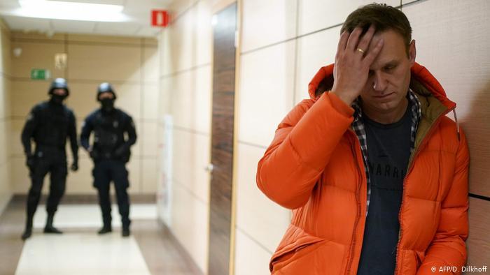 Навальныйг эрүүгийн 3 хэргээр шалгаж эхэлжээ