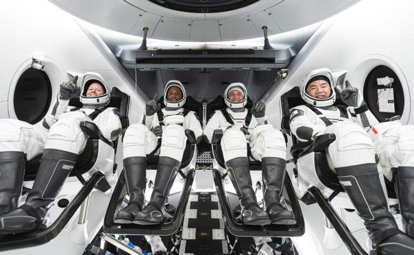 """АНУ-ын хамгийн урт сансрын нислэгийг """"Space X"""" гүйцэтгэлээ"""