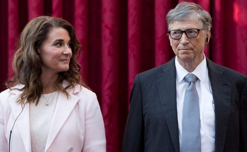 Билл, Мелинда Гейтс нар бага охиноо насанд хүрэхийг хүлээж байгаад салжээ