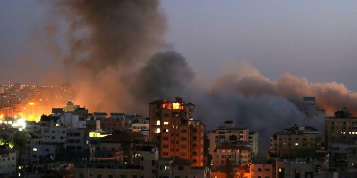 Израиль зориуд энгийн иргэдийн суурьшлын бүсэд цохилт өгч байна
