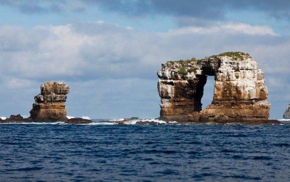 """Галапагос арлуудын """"Дарвины хаалга"""" хад нуржээ"""