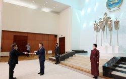Элчин сайд Пэнгсаван Гээвбасөд Итгэмжлэх жуух бичгээ өргөн барилаа