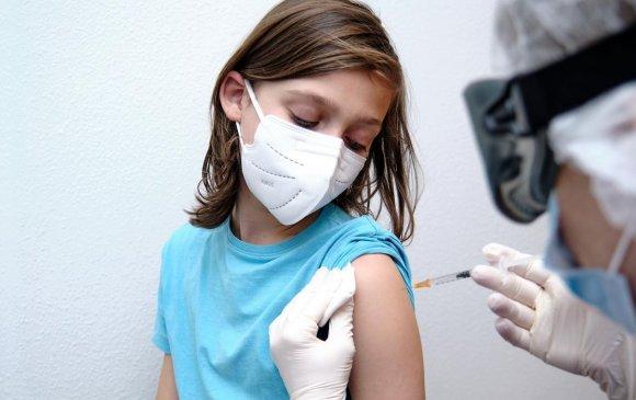 """АНУ """"Pfizer""""-ын вакциныг 12-15 насныханд хийхийг зөвшөөрлөө"""