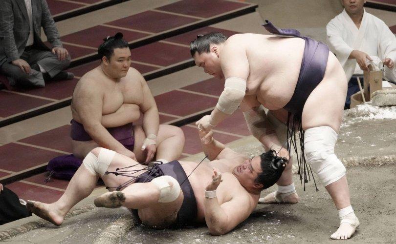 Тэрүнофүжи Г.Ган-Эрдэнийн араас Такакэйшо удаалж байна