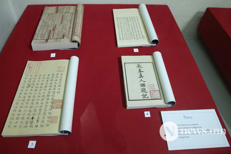 Дэлхийд тархсан монгол өв архивын баримт бичгийн дурсгал үзэсгэлэн (4)