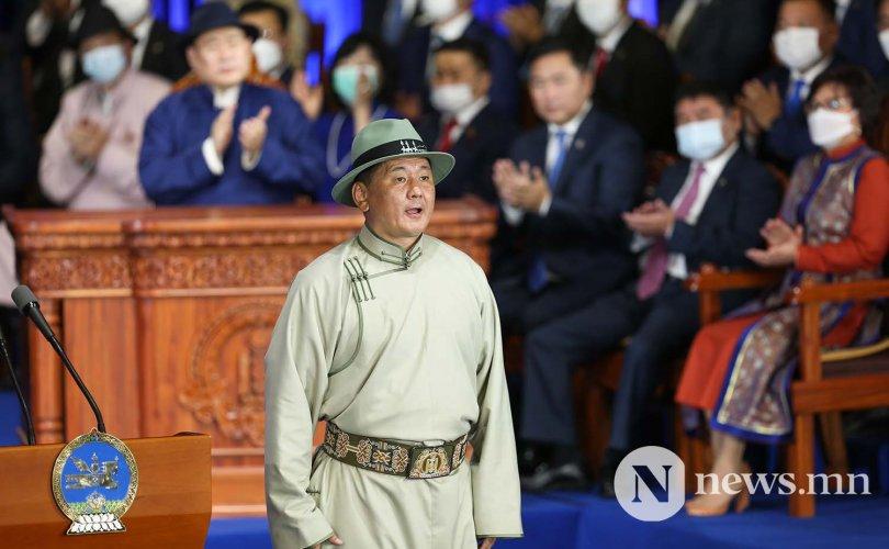У.Хүрэлсүх МАН-ын Ерөнхийлөгч үү, Монголын Ерөнхийлөгч үү?!