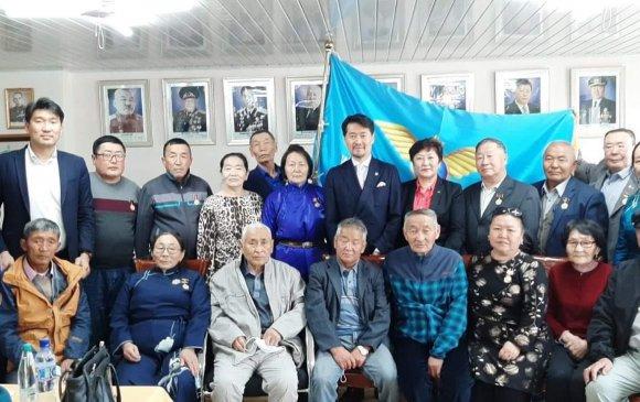 Иргэний нисэхийн ахмадуудаа МАН-ын 100 жилийн ойн медалиаршагналаа