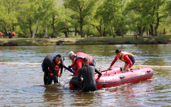 Хоёр хүнийг усанд осолдохоос аварчээ