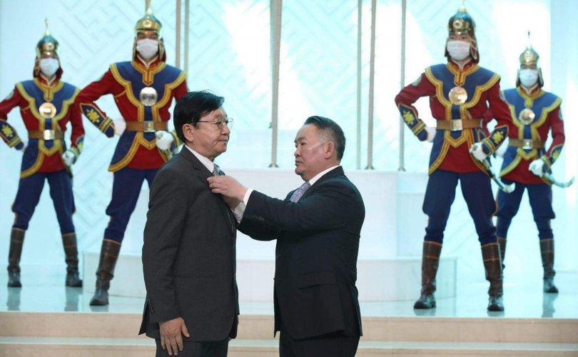"""Монгол Улсын үйлдвэрлэлийн салбарт """"ноу хау"""" нэвтрүүлсэн эрхэм"""