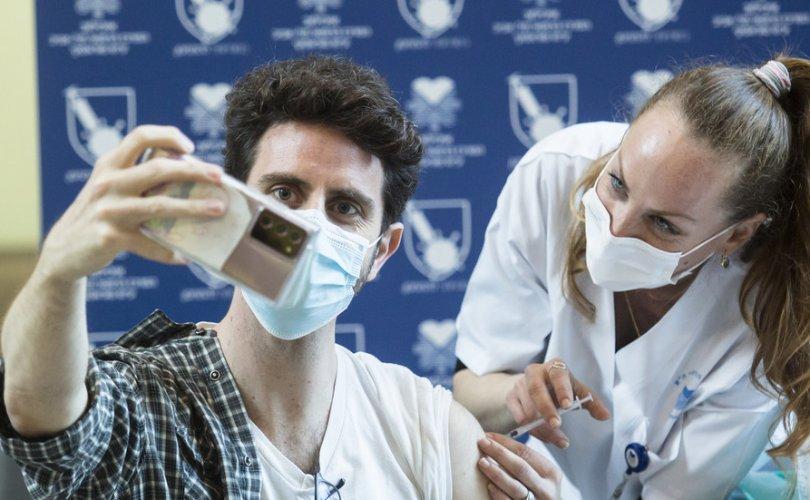 Израиль:Pfizerвакцин залуу эрчүүдэд зүрхний булчингийн үрэвсэл үүсгэж байна