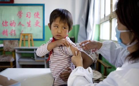 Хятад улс 3-17 насны хүүхдүүдээ удахгүй вакцинжуулж эхэлнэ