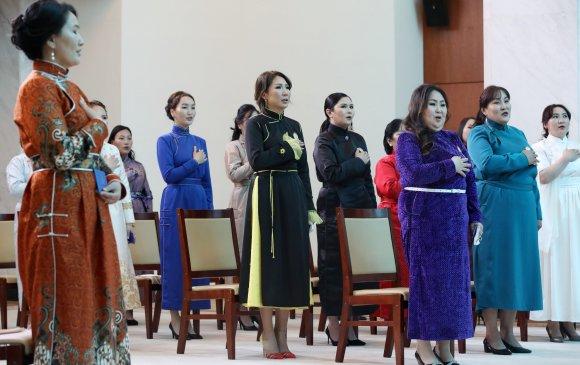 Чингэлтэй, Налайх дүүрэг, Төв аймгийн 953 ээжид одон гардуулав