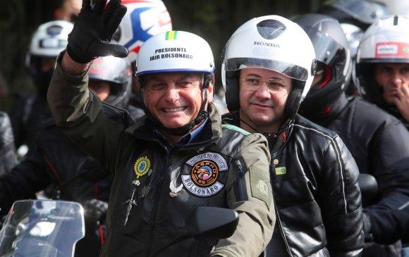 Амны хаалт зүүгээгүй Бразилын Ерөнхийлөгч дахин торгуулжээ