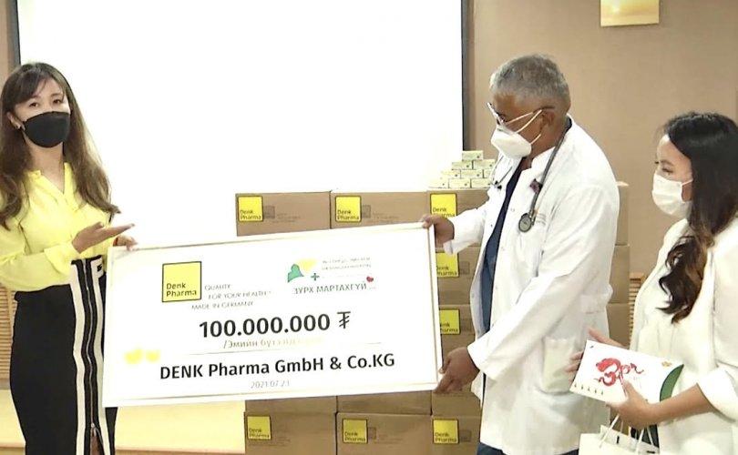 """Денкфарм """"Зүрх Мартахгүй"""" төсөлд 100 сая төгрөгийн хандив өргөлөө"""
