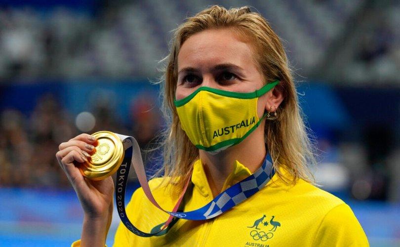 20 настай Титмус рекорд шинэчлэн, 2 алтан медаль хүртэв