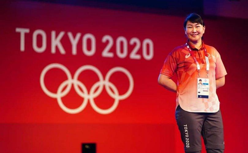 Монголын хоёр эмэгтэй шүүгч Олимпийн тэмцээнүүдийг шүүж байна
