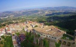 Италийн тосгонд амьдарвал танд мөнгө өгнө