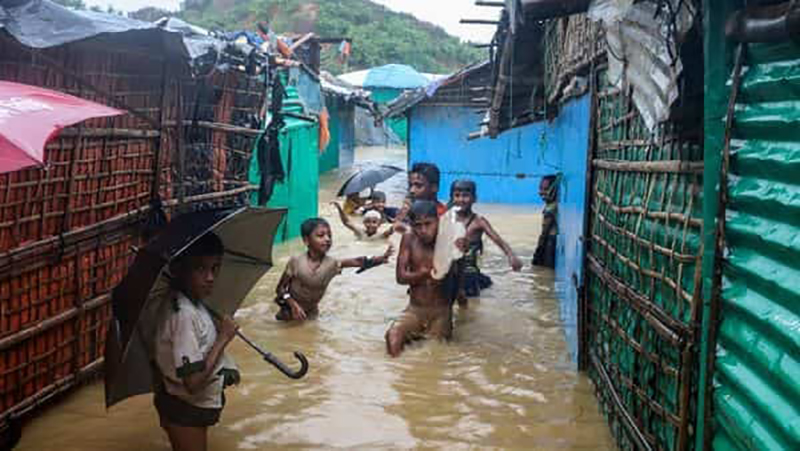 Бангладешд үүссэн үер Рохинжа үндэстний хуаранг сүйтгэлээ