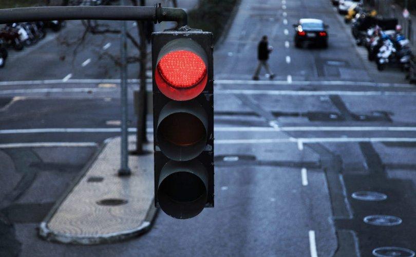 Экс найз залуугийнхаа машинаар нь 49 удаа улаан гэрэл зөрчжээ