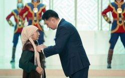 Ерөнхийлөгч У.Хүрэлсүх төрийн дээд цол, одон медаль хүртээв