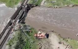 Транссибирийн төмөр замын гүүр нурж, галт тэрэгний хөдөлгөөн зогслоо