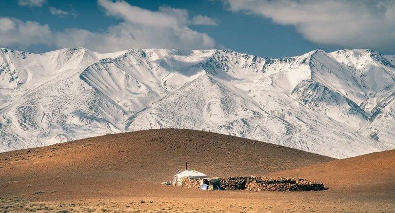 Ховдын үзэсгэлэнт уулс