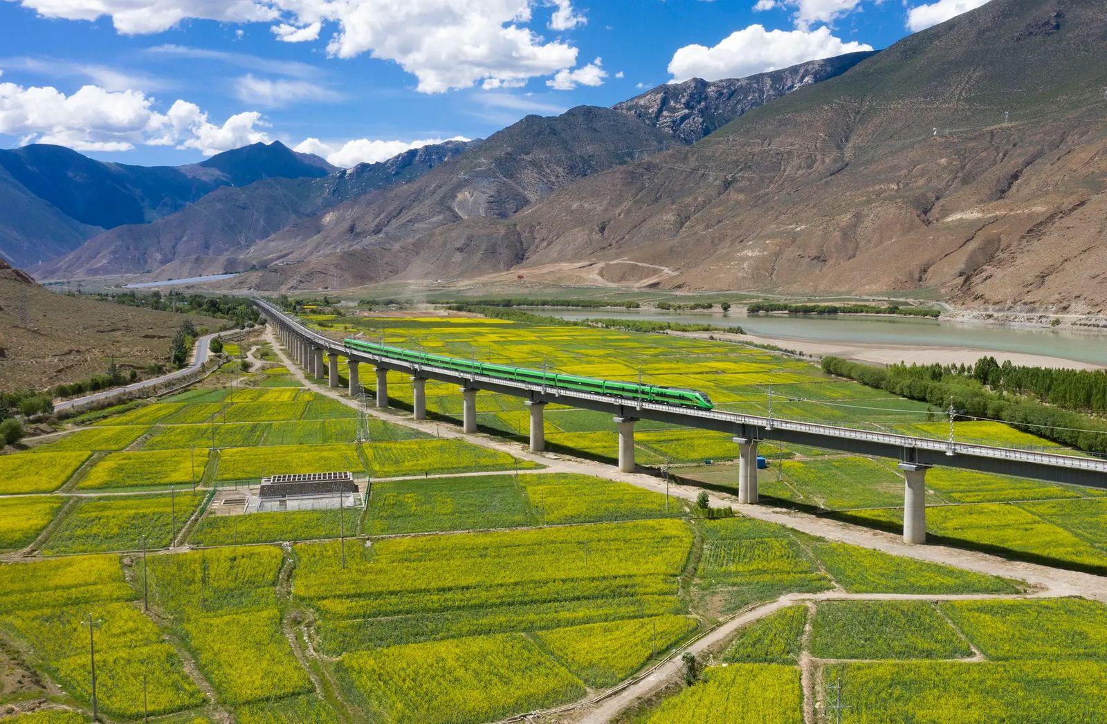 ag06zi_lhasa_railway_x974