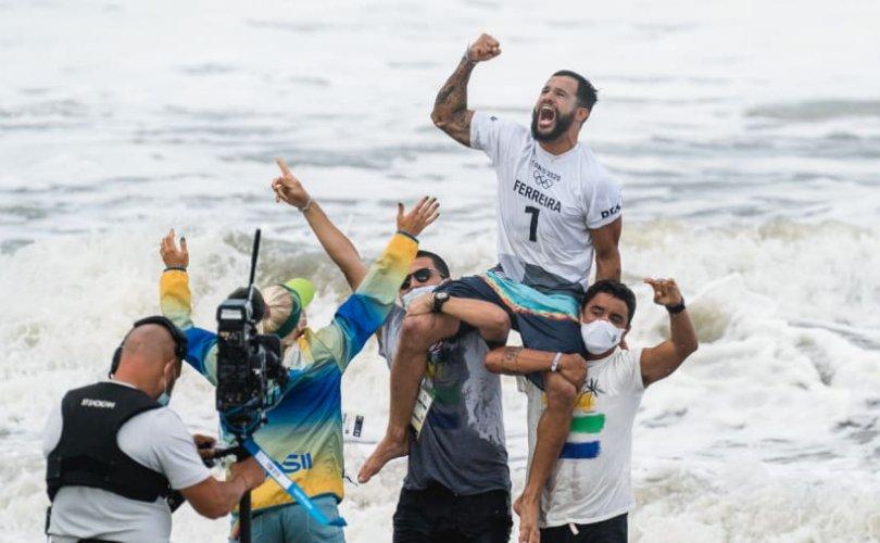 Олимпийн сөрфингийн анхны аваргууд тодорлоо