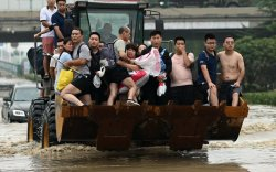 Хятадад үерийн гамшгийн дараа далайн шуурга дэгдэв