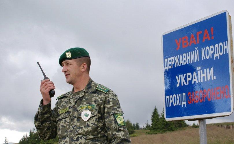 Төрийн эргэлтээс айсан Беларусь Украинтай хилээ хаалаа