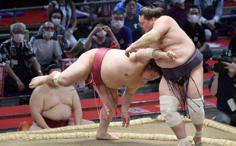 Монгол бөхчүүд Нагоя башёг тэргүүлж эхэллээ