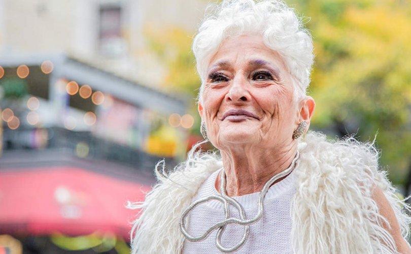85 настай эмэгтэй дахин болзоонд явна