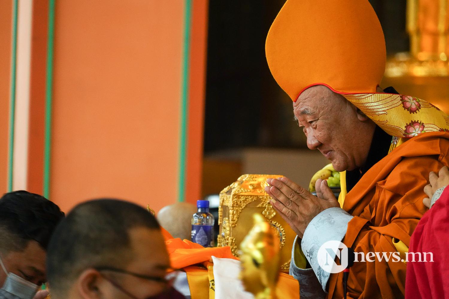 Хамба номун хан, гавж Д.Чойжамц ламд бат оршил өргөх хурал ном ёслолын үйл ажиллагаа (8 of 10)