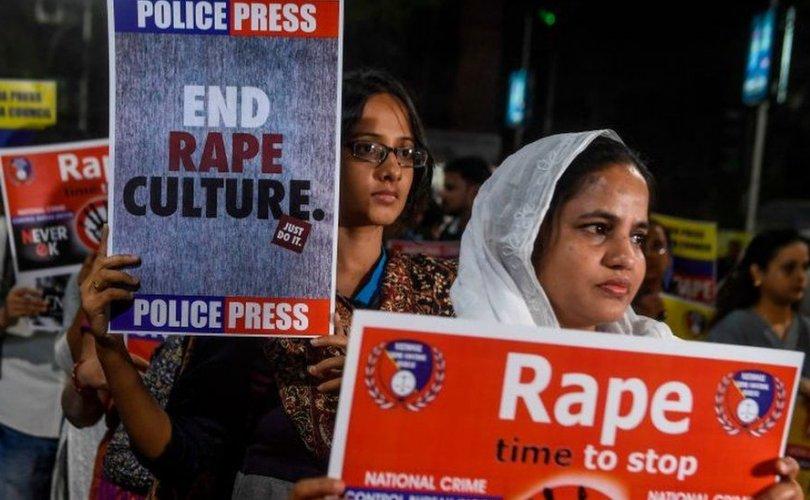 Энэтхэгт хүчингийн хэргийн хохирогчид өөрсдийгөө шатаах болов