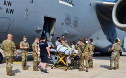 Кабулаас дүрвэж яваад цэргийн онгоцонд хүүхдээ төрүүлжээ