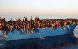 500 гаруй дүрвэгч жижиг завинд чихэлдэн Италид хүрчээ